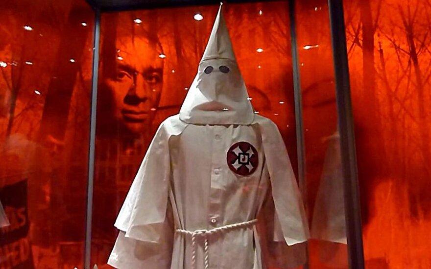 Ku-Klux-Klan chce zaadoptować drogę