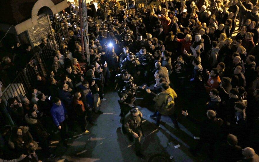 Протестующие в Белграде прорвали оцепление у резиденции президента