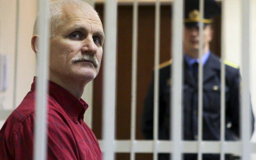 Политзаключенный Алесь Беляцкий встречает 51-летие в колонии
