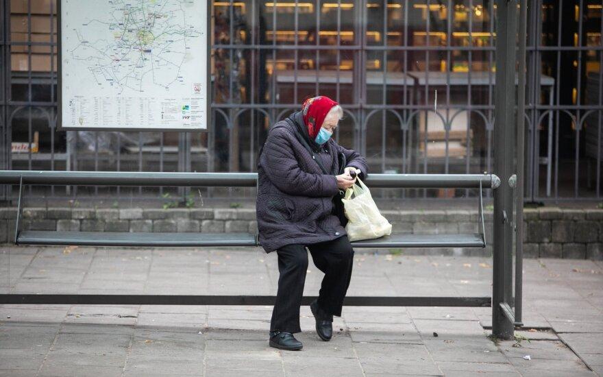 Во время второй волны COVID-19 и выборов в парламент сократилось количество считающих, что жизни в Литве улучшилась