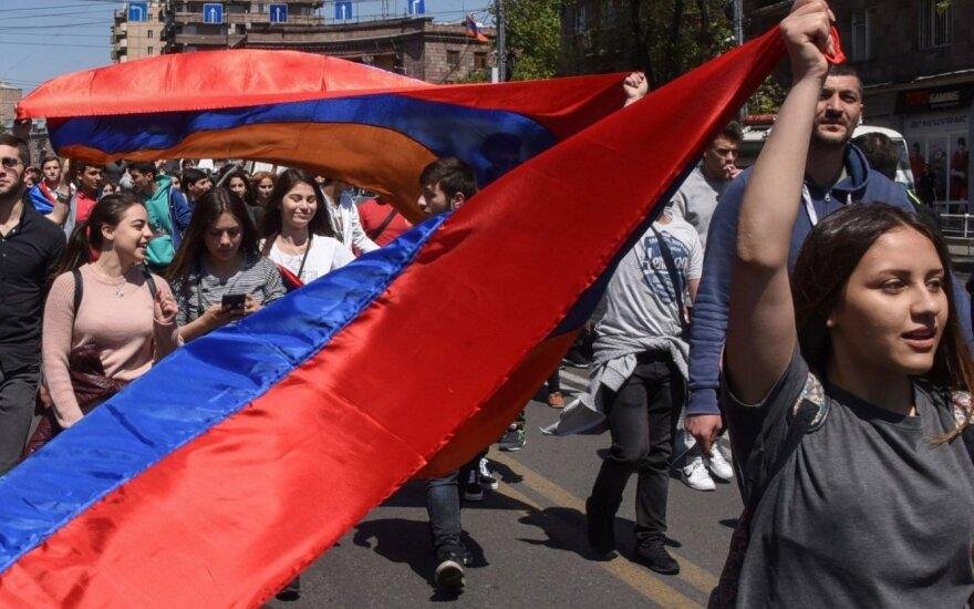 Армения: победившие протестующие - кто они и у кого теперь власть?