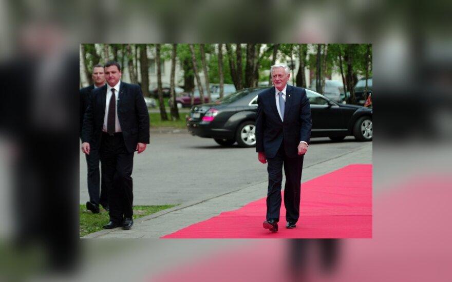 В.Адамкус сожалеет о расставании с А.Меркель и Н.Саркози