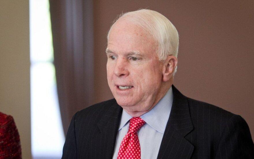 John McCain: Reakcja Zachodu na rosyjską inwazję jest śmieszna i poniżająca