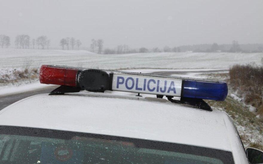 Предупреждение водителям: после ДТП закрыли дорогу между Тракай и Аукштадварисом