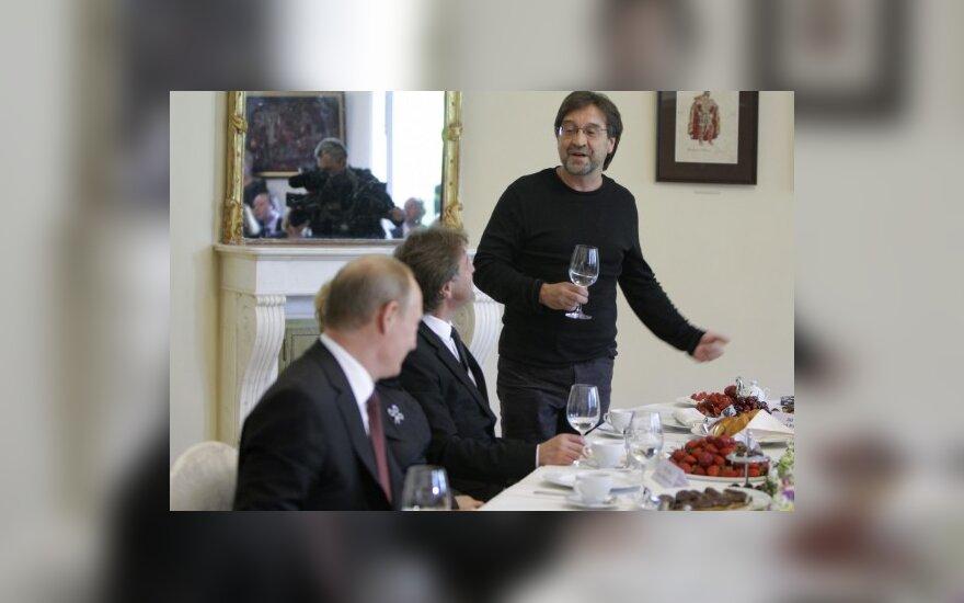 Юрий Шевчук говорит тост на встрече с Владимиром Путиным