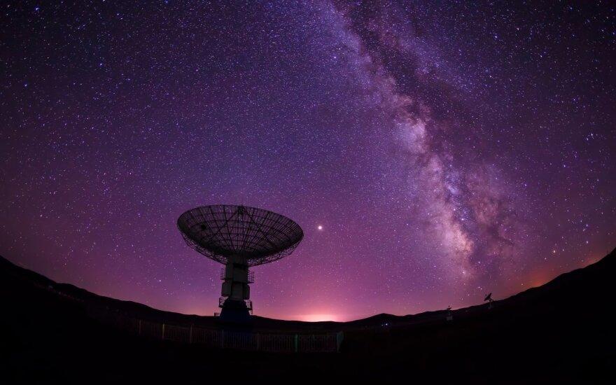 Что за загадочные радиосигналы поступают на Землю из космоса? Пять версий