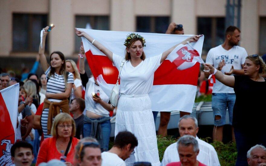 """""""Никто не ждал, что путь к свободе нам усыпят розами"""". Как белорусы объединяются для протестов без лидеров?"""