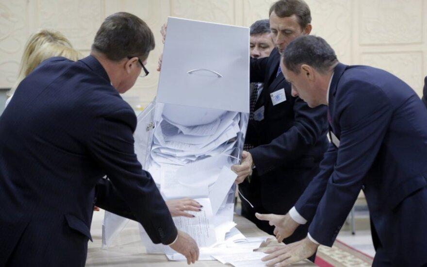 ЦИК объявляет о победе Лукашенко, оппозиция - что выборы украдены