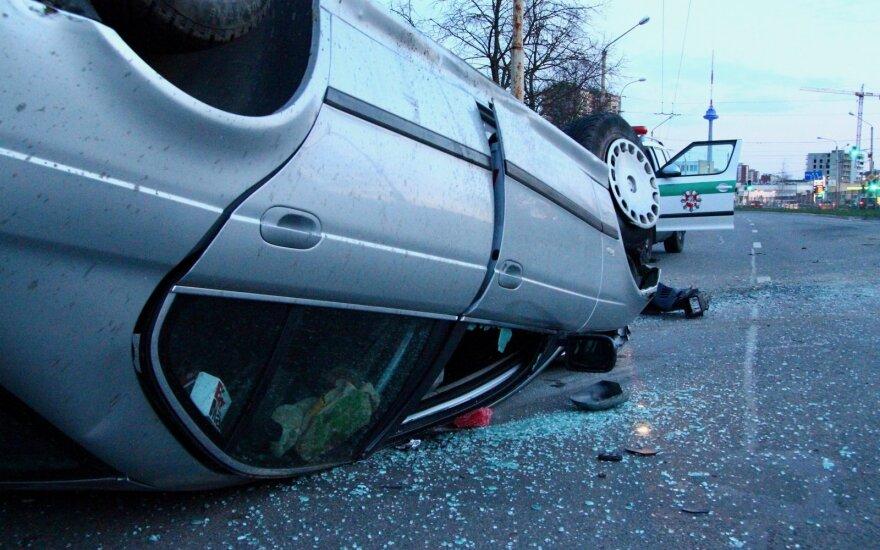 В Вильнюсе перевернулся нетрезвый водитель BMW
