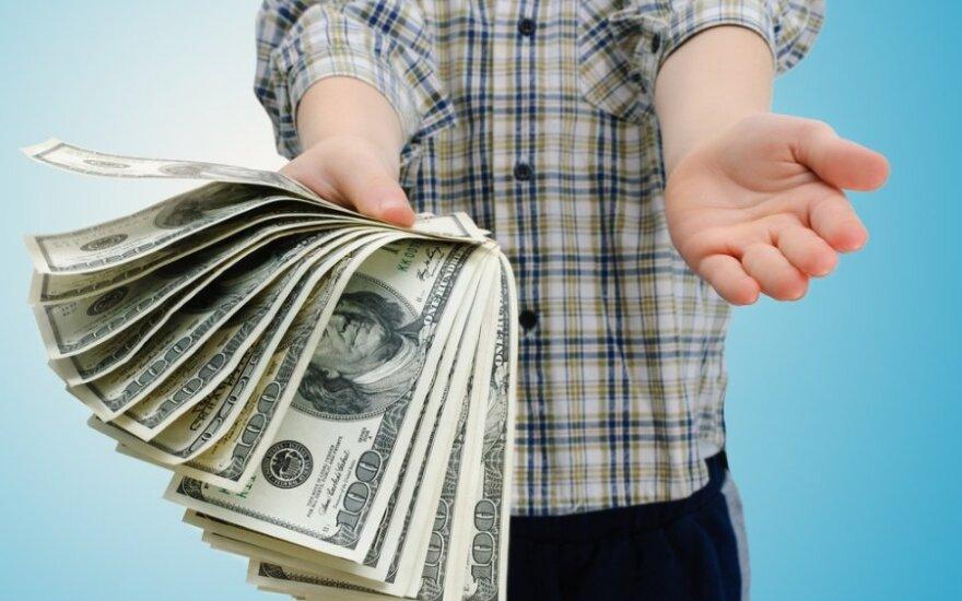 Белорусы-гастарбайтеры стали переводить больше денег на родину из России