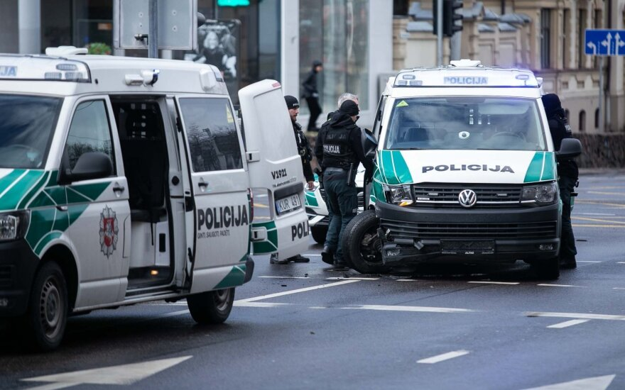 На перекрестке в Вильнюсе столкнулись полицейские автомобили