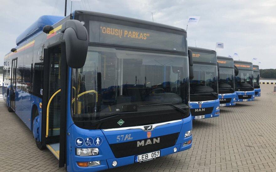 В клайпедском автобусе пассажир забыл шприц и оружие