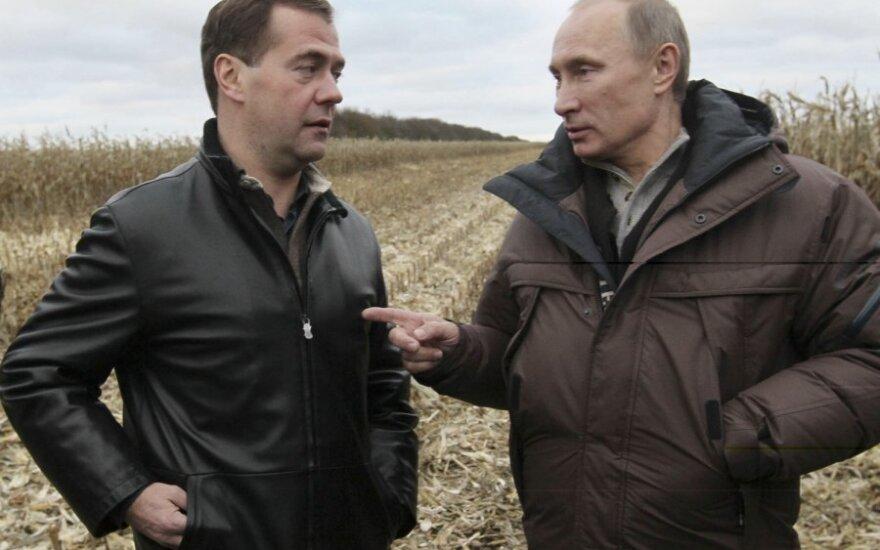 Медведев и Путин отложили обращение к народу