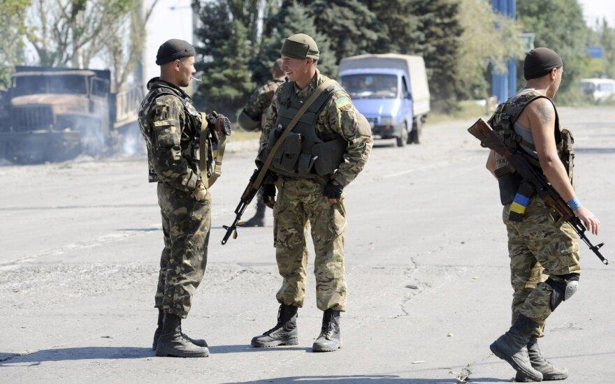 """Науйойи Акмяне дарит украинцам две """"неотложки"""" и медоборудование"""