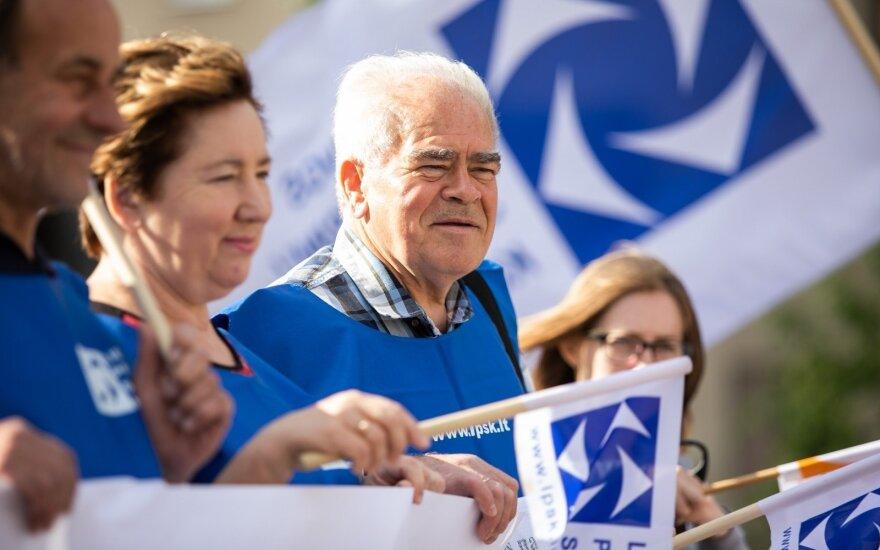 Восемь движений и профсоюзы просят отложить принятие налоговой реформы