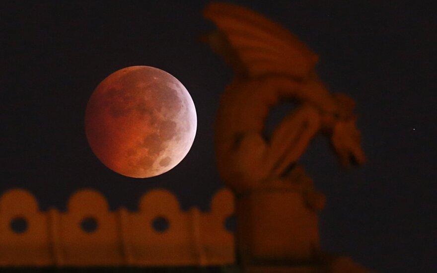 """""""Kruvinasis Mėnulis"""""""