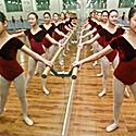 Mergaitės baleto repeticijoje