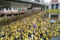 Malaizijoje dešimtys tūkstančių žmonių reikalauja, kad atsistatydintų šalies premjeras