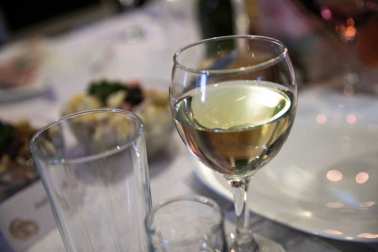 ar vynas gali paveikti erekciją)