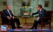Suirzęs V. Putinas atsisakė priimti iš amerikiečių žurnalisto popieriaus lapą ir paprašė padėti jį ant gretimo stalelio