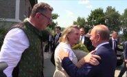 Putinas šokdino jaunąją Austrijos užsienio reikalų ministrės vestuvėse