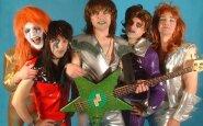 20 labai juokingų ir keistų muzikinių grupių nuotraukų iš 80-ųjų