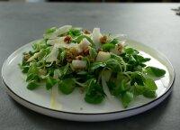 Gaivios ir lengvai pagaminamos itališkos salotos iš kriaušių ir sūrio