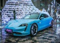 """Lietuvą pasiekė pirmieji """"Porsche Taycan"""": sostinės apylinkėmis važinėsis visą savaitę"""