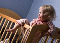 Kai vaikiška lovelė tampa per maža: įvardijo, kokio amžiaus vaikai jau pasiruošę persikraustyti į didelę lovą