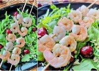 Neatsivalgomos salotos su ant grilio keptomis krevetėmis