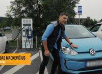 Rolandas Mackevičius išbandė elektromobilį: lengva priparkuoti, o keliauti – nepaprastai pigu