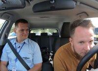 Humoristas Mantas Bartuševičius laikė vairavimo egzaminą: instruktoriui netgi teko išlupti saldainį