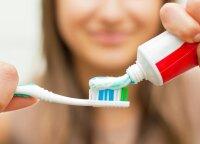 Suvalgyk obuolį – išsivalysi dantis? Specialistė sugriovė sklandančius mitus