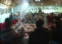 Minusinė temperatūra restorane nesutrukdė ragauti garuojančio troškinio