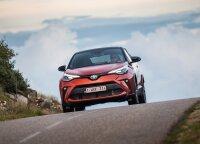 """Atnaujinto """"Toyota C-HR"""" testas: spjūvis į praktiškus automobilius"""