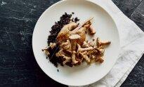 Antienos kulšelės confit su juodaisiais ryžiais ir voveraičių padažu