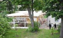 Sugriuvęs restorano Fransua terasa statinys Užutrakio dvare