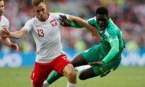 Dėl kamuolio kovoja lenkas Maciej Rybusas