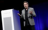 E. Muskas skambina pavojaus varpais: turbūt žmonėms reikia pamatyti gatvėse žudančius robotus