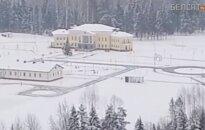 Aptiko įspūdingus aukštomis tvoromis aptvertus A. Lukašenkos rūmus