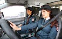 Policininkės segi saugos diržus