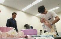 Japonijoje dieną trunkantys tėvystės kursai kainuoja 294 dolerius
