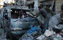 Alepe dingo šimtai vyrų ir berniukų