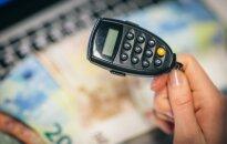 Į sukčių pinkles patekęs vyras dėl prarastų 5 tūkst. eurų kaltina banką
