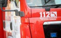 Skubant gesinti padegtos fermos, nuo kelio nulėkė du ugniagesių automobiliai