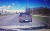 Patruliams tyčia kliudęs važiuoti įžūlus BMW vairuotojas iškart užsidirbo tris baudas