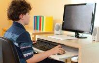 Psichiatras: vaikai turi kelti rūpesčių, o ne ramiai naršyti internete