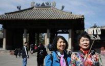 Snaudžiantis drakonas bunda: pasaulį užkariauja Kinijos darbininkai ir asmenukes dievinantys turistai