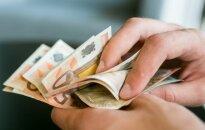Vietoje to, kad keltų atlyginimus, siūlo legalizuoti kyšius