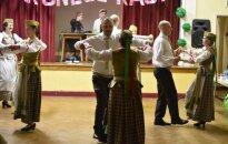 Peterboro lietuviai atsipalaidavo įsisukę į liaudies šokių sūkurį